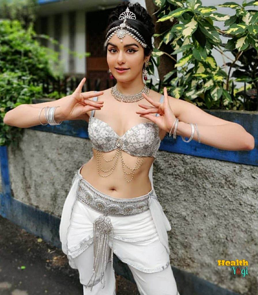 Adah Sharma Pose