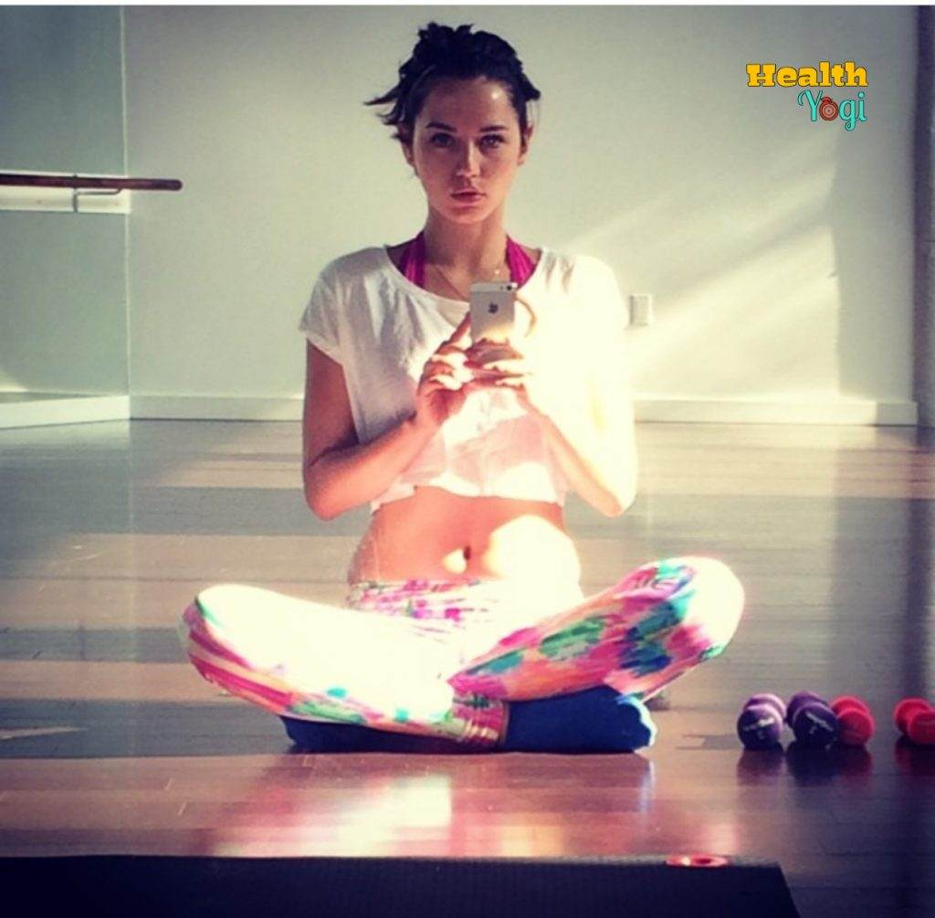 Ana De Armas Yoga Photo