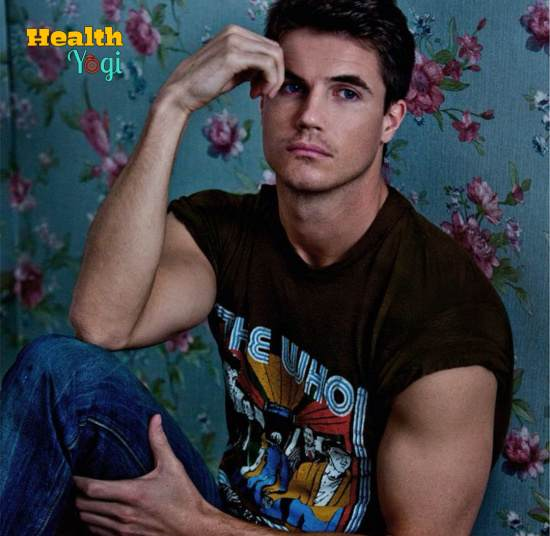 Robbie Amell Workout Routine and Diet Plan